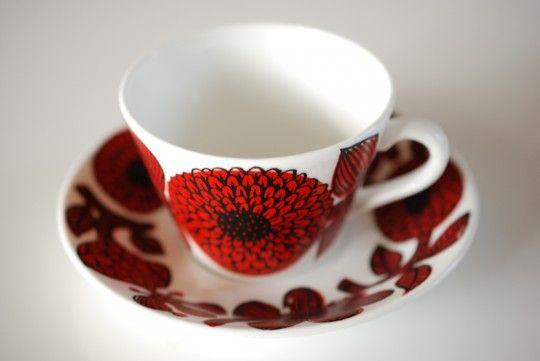 Kaffekoppen Röd Aster designade Stig Lindberg för Gustavsberg.