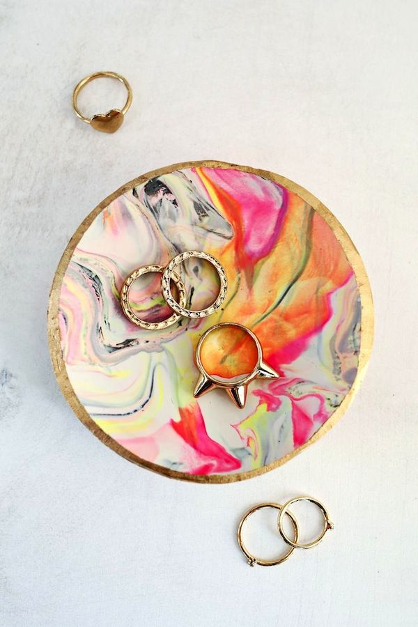 Marbled Clay Ring Dish – What woman doesn't struggle to keep track of her rings? Help Mom corral them with a cheerful dish, made from colorful oven-bake clay and gold paint. Click for the full tutorial and for more mothers day ideas.