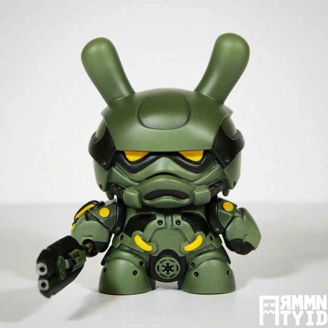 """ArtmyMind's steampunk """"Storm Samurai"""" Dunny customs in """"Tactical Squad"""""""
