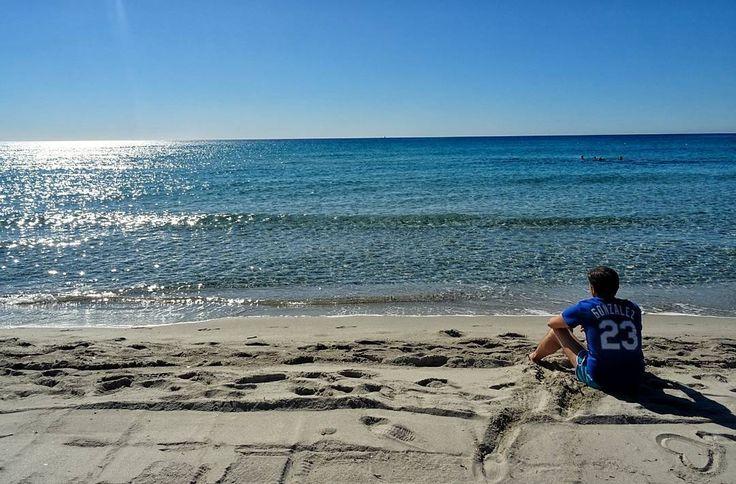 Quanti anni ci vogliono Per raggiungere l#euforia Per le piccole cose che non hai ancora Perché a volte puoi #spingerti Oltre ogni #confine Arricchire svuotare unesistenza intera E sentirsi #felice Anche solo ad #immaginare Quelle piccole cose che non hai ancora  Piccole Cose J-Ax Fedez Amoroso  #mare #orizzonte #riflessioni #blu #blusky #bluewater #sea #seaside #dogers #23 #ig_italy #sardinia #sardegna #sand #sun