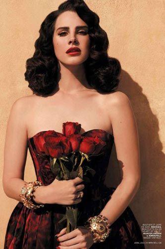 Lana Del Rey looking a little Natalie Portman-esque for Spanish Style For L'Officiel Paris. Love her!