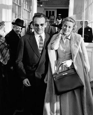"""Bolsa """"Kelly'' da Hermés em homenagem a princesa de Monaco, Grace Kelly.  O modelo existe desde 1935, mas só foi batizado com o nome da princesa nos anos 50.    Postado por Ana Lu e Vanessa:"""