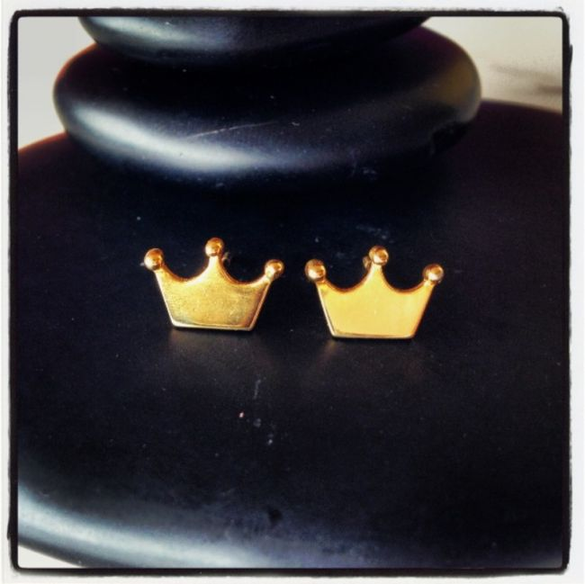 Crown earrings as the company logo Price: 24€
