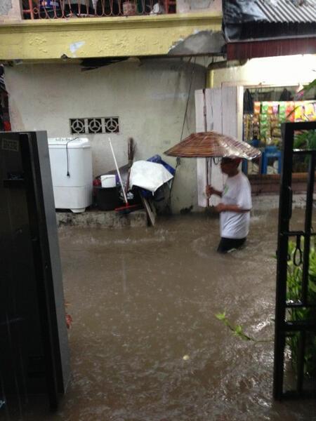 @monstreza  Nih Petojo Binatu nih.. :)) #banjirJKT