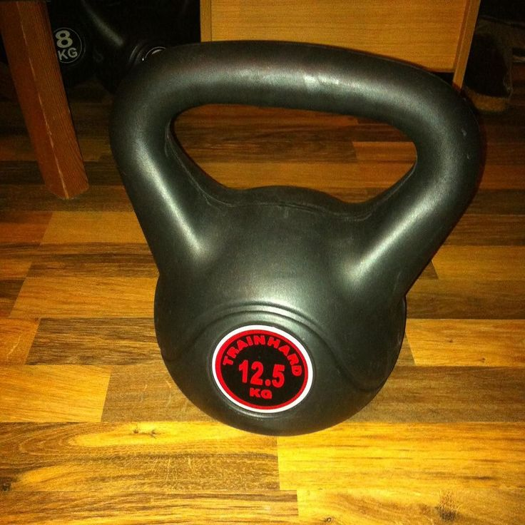 100 kettlebell swings in one round. Finally I could do it. Yesterday I did just 80. When your arms are getting longer and longer... #kettlebell #kettlebelltraining #kettlebells #training #workout #weightloss #fatloss #afterwork #derspeckmussweg I'm already looking for the 16kg kettlebell.