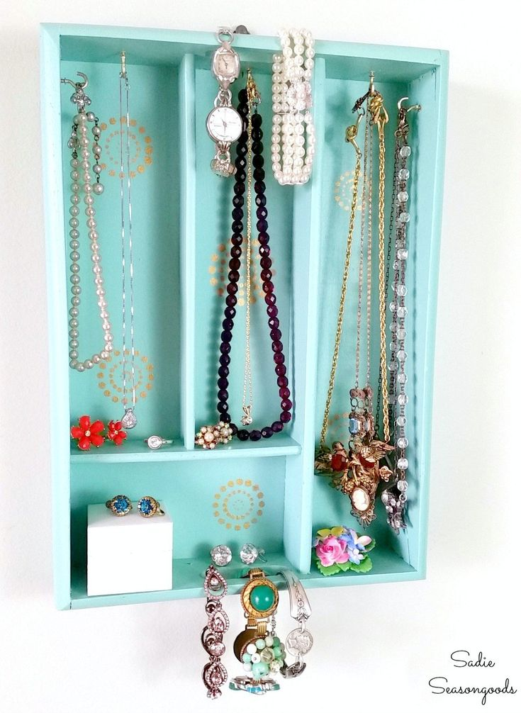 Repurpose and Upcycle a vintage wooden cutlery tray / silverware tray into a fun and unique jewelry organizer! Easy to transform, this jewelry holder / rack is perfect for small spaces, like dorm rooms and apartments, and is a great way to organize and store all of your prettiest accessories! Get the full DIY tutorial from Sadie Seasongoods / www.sadieseasongoods.com .