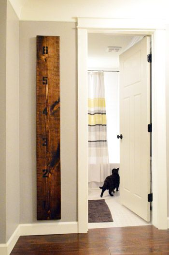 Ruler to track kids height. Such a good idea because you can take it with you if you move!