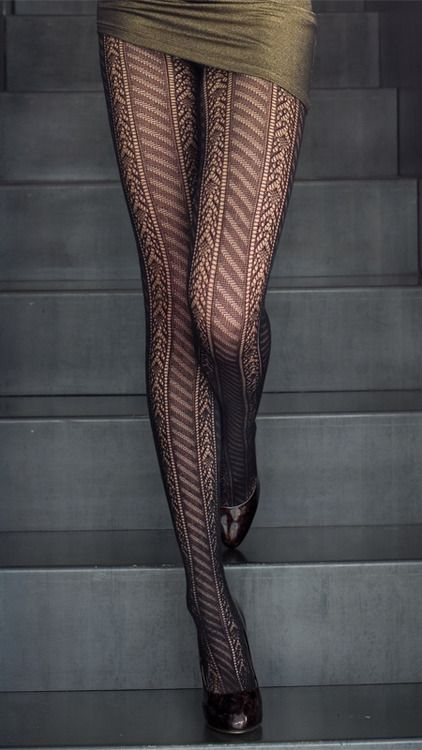 Beautiful legs, leggings. ^^; Hopefully she hasn't done anything ridiculous with her hair, or is wearing a hat.