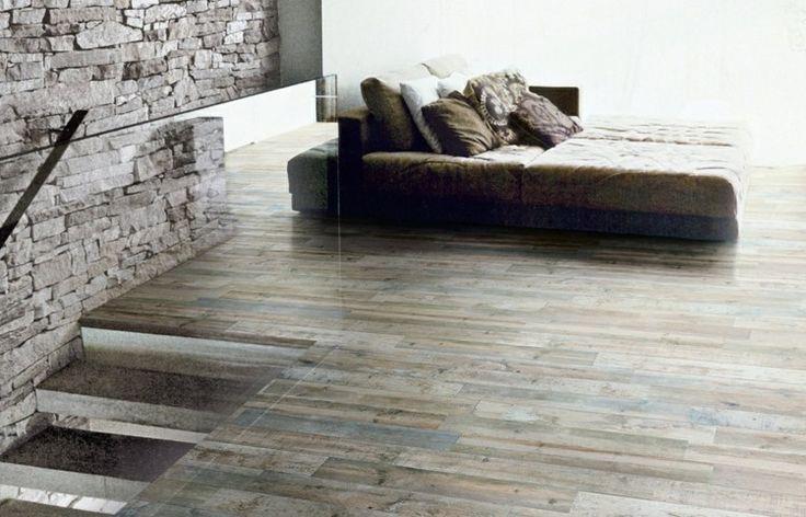 Ein Design Mit Mediterranem Flair Dank Fliesen In Holzoptik Und Steinwand