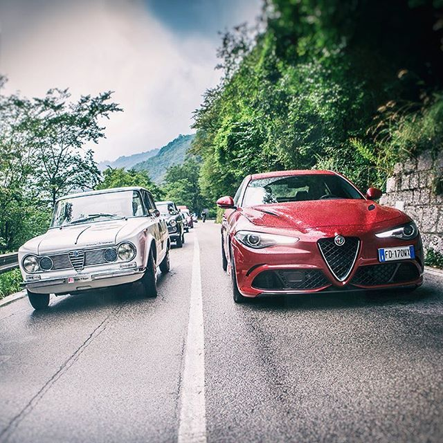 Two absolute protagonists that have captured the hearts of AlfaRomeo fans: GiuliaQuadrifoglio and the 1963 Giulia TI Super together at the coppadorodolomiti