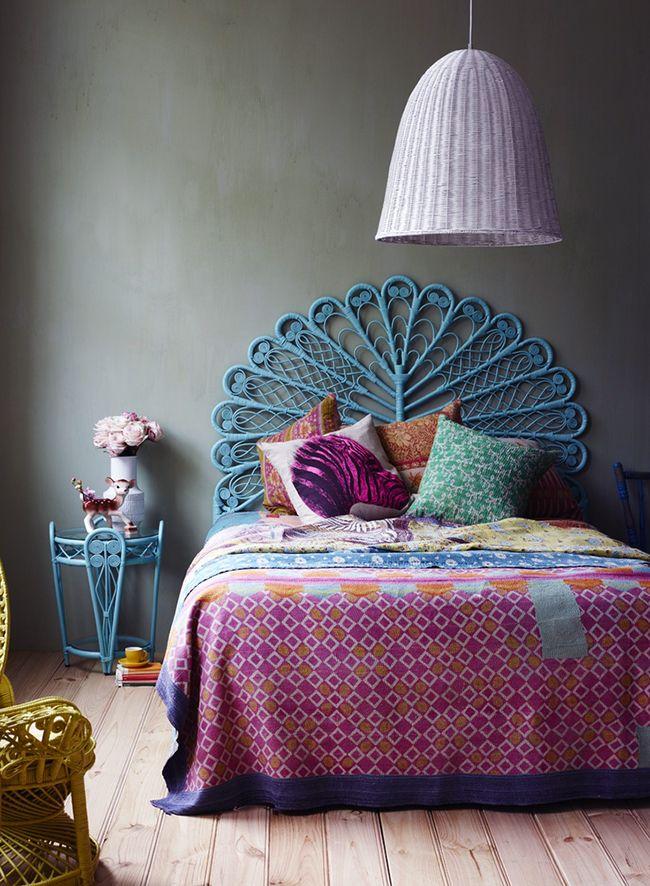 Vous cherchez des inspirations pour créer un intérieur à l'esprit bohème ? Découvrez l'univers de la marque The Family Love Tree fondée par la styliste de mode Katie Graham à Melbourne en Australie. On craque complètement pour le mobilier et les objets ethniques et colorés qui nous emmène dans un monde tendre, romantique, doux et exotique.<br /> <br /> <br /> <br /> Le mobilier en rotin apporte une touche bohème chic. <br /> <br /> <br /> <br /> On imagine parfaitement un de ces têtes de lit…