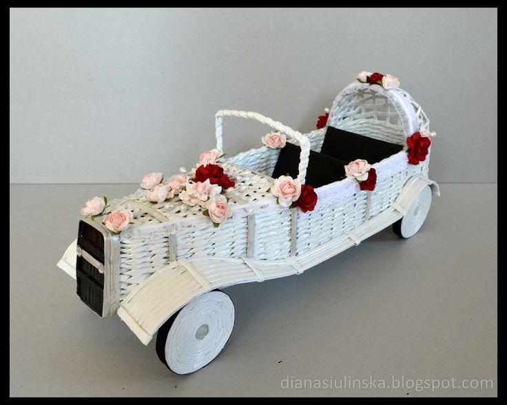 samochód z papierowej wikliny