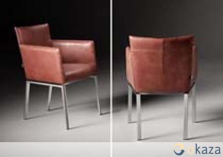 kaza.be   Nieuwe eetkamerstoel Meribel van L'ancora. Nederlands fabrikaat.   Eetkamerstoel met armleuningen 81 cm hoog en 62 diep. De stoel is incl. armleuningen 60 cm breed, armleuningen t.o.v de vloer 68 cm. Keuze uit vele leersoorten.