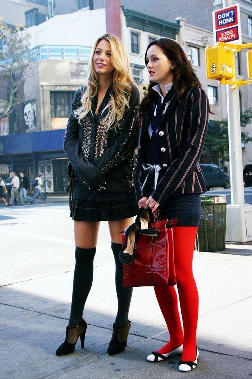 Só pra Blair Waldorf  que meia calça vermelha fica linda desse jeito! Oo'
