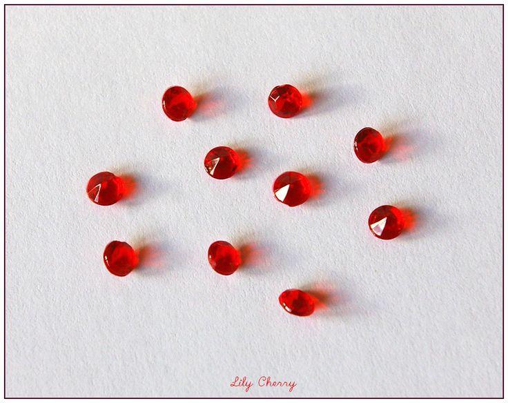 10x strass forme diamant pour décoration table noël réveillon ou bijoux à sertir couleur rouge taille 4.5mm : Cabochons, demi-perles par lilycherry