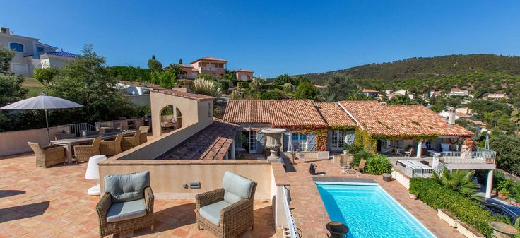 A stone's throw from the beaches of the French Riviera, Villa Boucheron offers stylish apartment accommodation and a 360 degree panorama including the glorious Provencal hills.