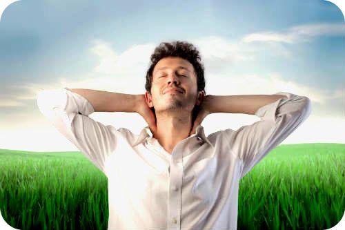 EL PRANAYAMA Y CONTROL NATURAL DEL ESTRÉS Tomar conciencia del aliento tiene un efecto calmante instantáneo sobre la mente. Hoy explicamos el porqué en nuestro artículo diario. Cuando alguien comienza a practicar yoga, de las primeras cosas que nota es la gran importancia que tiene la respiración en nuestras vidas y cómo su control les alivia enormemente en momentos de tensión.