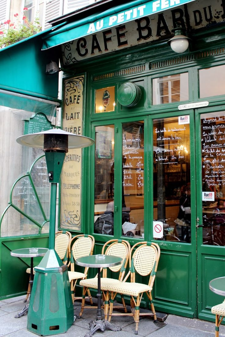 parisian cafe in le marais