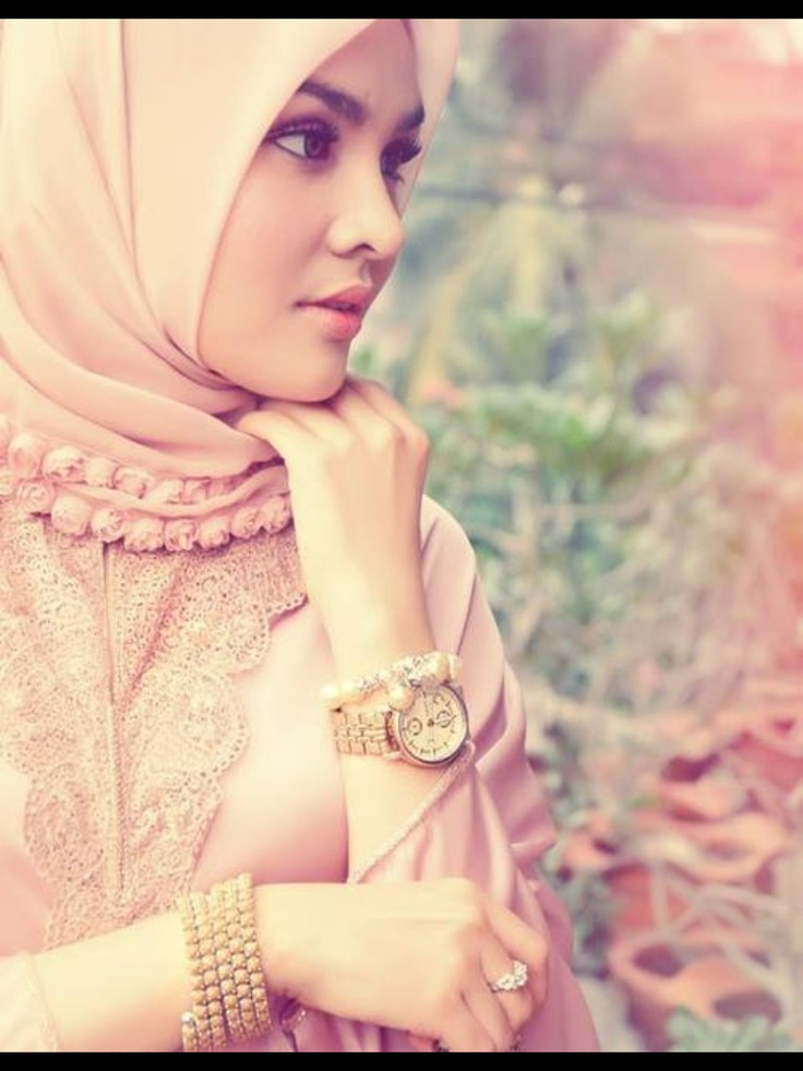 Hijab in soft pink