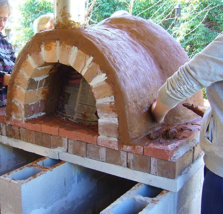 How to build a clay oven. Would love this in the back yard!