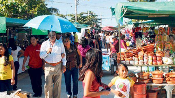 Comercio en Cancún se intensifica para el partido México-Holanda - http://notimundo.com.mx/estados/comercio-en-cancun-se-intensifica-para-el-partido-mexico-holanda/7248
