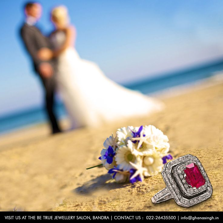 The soft sand, the cool ocean breeze and gorgeous sunset; absolutely nothing beats a Beachfront as #DreamWeddingDestination. So skip the bulky lehengas, ditch the heels, consider an updo hairstyle, but make sure the jewellery you wear is as glamourous as it gets.