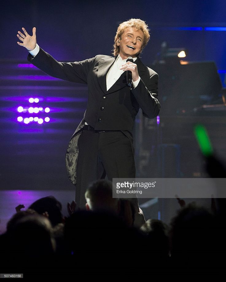 Barry Manilow performs at Smoothie King Center on January 29, 2016 in New Orleans, Louisiana.