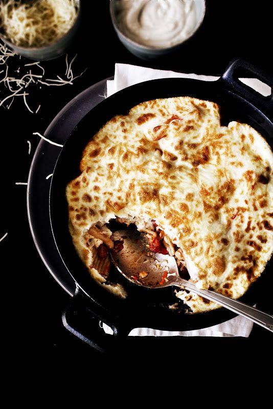 Pratos e Travessas: Macarrão de salsicha, pimento, chili e tomate com molho cremoso de ricotta # Sausage, pepper, chili and tomato macaroni with creamy ricotta sauce   Food, photography and stories