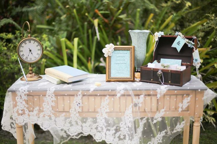 Vintage Wedding Guest Sign-in Table