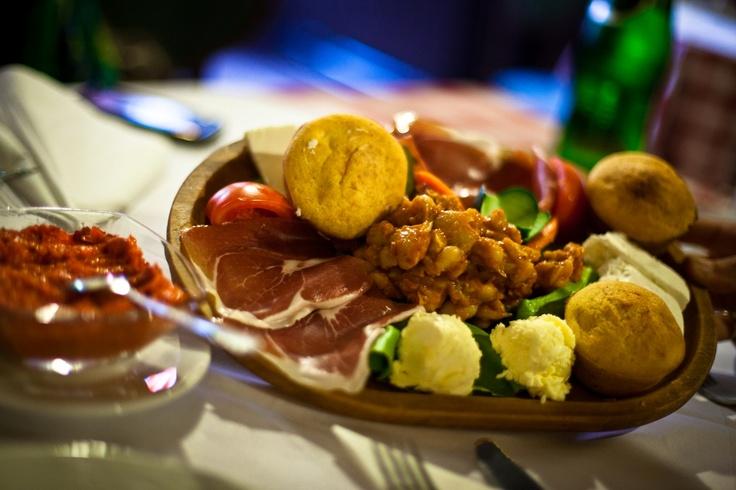 A Belgrado, in Serbia, abbiamo mangiato la cucina locale. E non ce ne siamo pentiti! Tutto buonissimo!