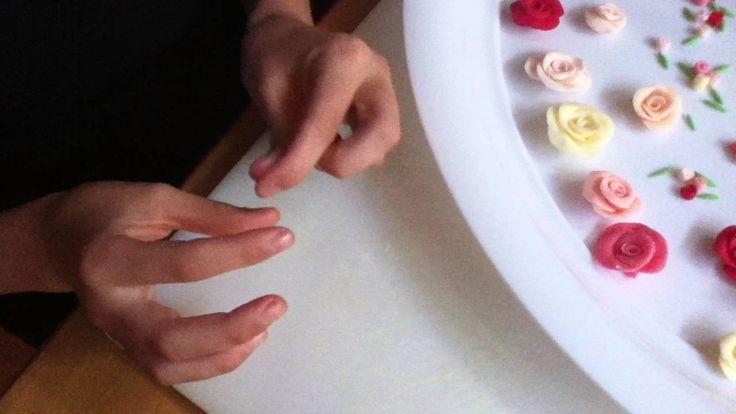 Arantxa makes tiny fondant rose buds