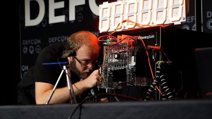 To rapturous applause, hackers bust open a leading brand of safe with a small robot at Def Con.