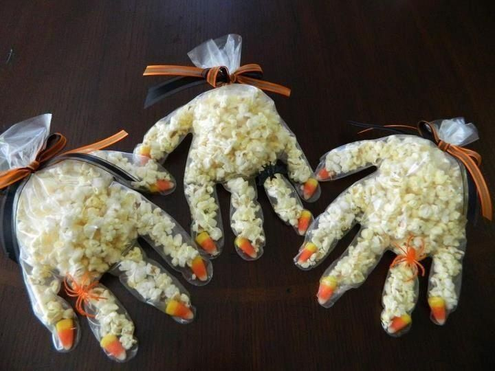 Super cute for kids Halloween party or school treat! I remember doing this for my kindergarten halloween party!