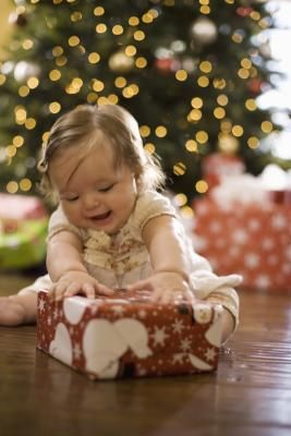 How to Take Photos of Kids in Front of the Christmas Tree