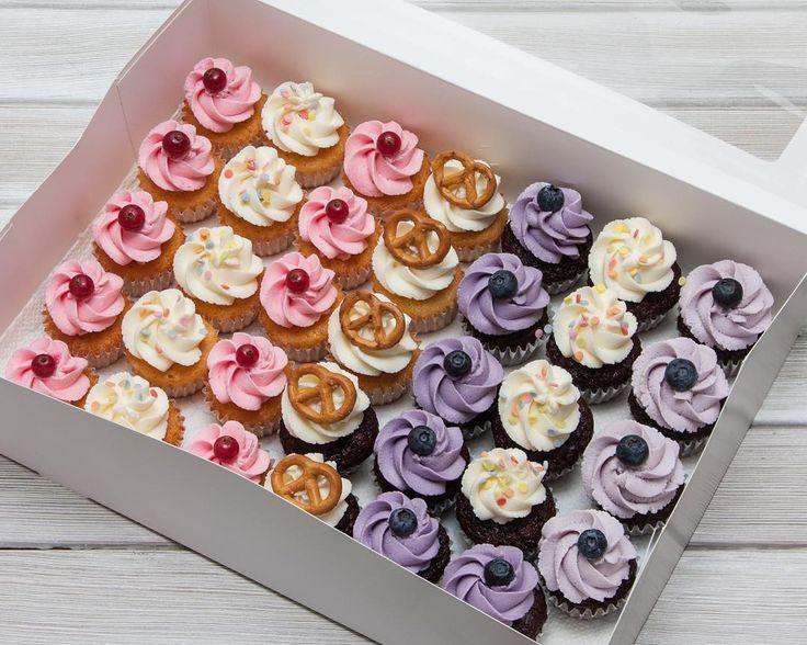 Hezký večer a dobrou noc. Праздничный не спешный вечер в кругу семьи. Хорошего всем вечера.  #cupcakespodebrady #cupcakes #handmade #instabaking #happybirthday #vanilka #mrkvovycupcake #narozeniny #pečení #cukroví #sweetcakes #czech #czechrepublic #podebrady #praha #nymburk #kolin #pardubice #velkýosek #pečky #minicupcakes #minicupcake #food #homemade #cakestagram