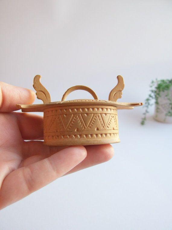 Folk Art Escandinavo Cajita tallada a mano // por tiendanordica