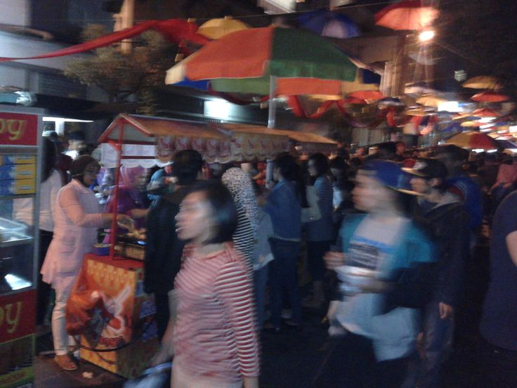 ramainya suasana Braga Culinary night