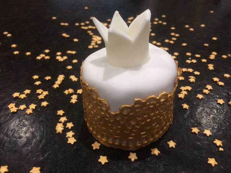 Mini Cake aus Bisquit mit Kinderschokoladenfüllung