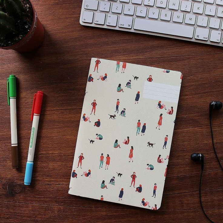 Este es nuestro cuaderno Paseo. Es un diseño de Season Paper un estudio formado por Julie y Mélissa dos artistas ilustradoras de París. En Sweetly Before puedes encontrar sus bonitos dibujos en cuadernos blocs de notas y planificadores  Echa un vistazo en sweetlybeforeshop.com