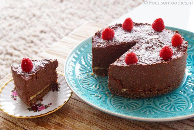 Deze paleo Suikervrije Chocoladetaart met banaan smaakt fantastisch en is ook nog een glutenvrij en zuivelvrij. Dat is nog eens een fijne taart! Bekijk recept >