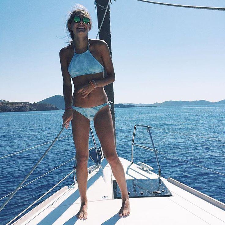 Ce début de mois d'août nous offre ce super cliché de @sramirezmont ! Notre bikini se balade en bateau à Ibiza, top !!!