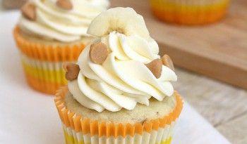 Mascarpone Kremalı Muzlu Muffin! Minik, tatlı, ve havalı görünüşlü muffinler yapmaya hazırsanız, başlıyoruz. Öncelikle muz severler için inanılmaz bir tarif olacak. #italyan #yemekleri #tatlıları #değişik #tatlılar #tarifleri #tatlı #kek #muffin #muzlu #lezzetli #şık #sunumlar #pratik #tarifler #tarifi #ev #yapımı #dünya #mutfağı