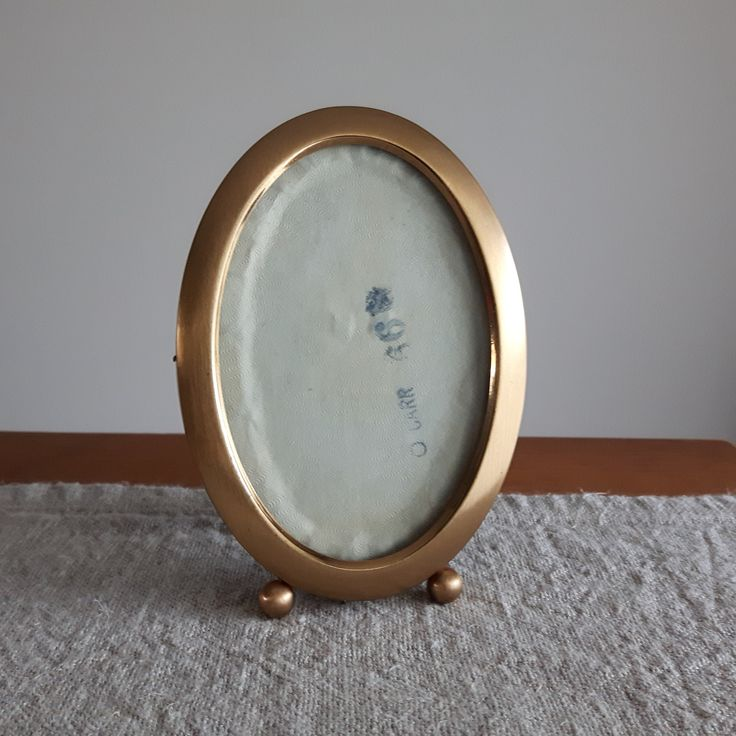 """3.5"""" x 4.75"""" Oval brass / gold-tone metal picture frame with matte glass by Carr // 9 x 12 cm, heirloom family photos, traditional style by BlueChickenVintage on Etsy"""