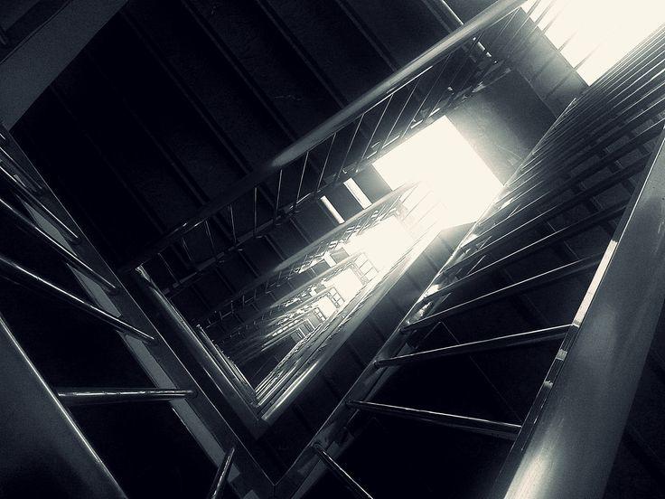 Escalera de un edificio de apartamentos. Staircase of an apartment building
