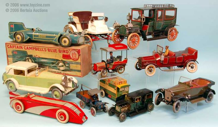 Tin toys for sale on-line: tin robots, vintage toy cars and windup toys of all sorts. Description from antiquecarsz.blogspot.com. I searched for this on bing.com/images