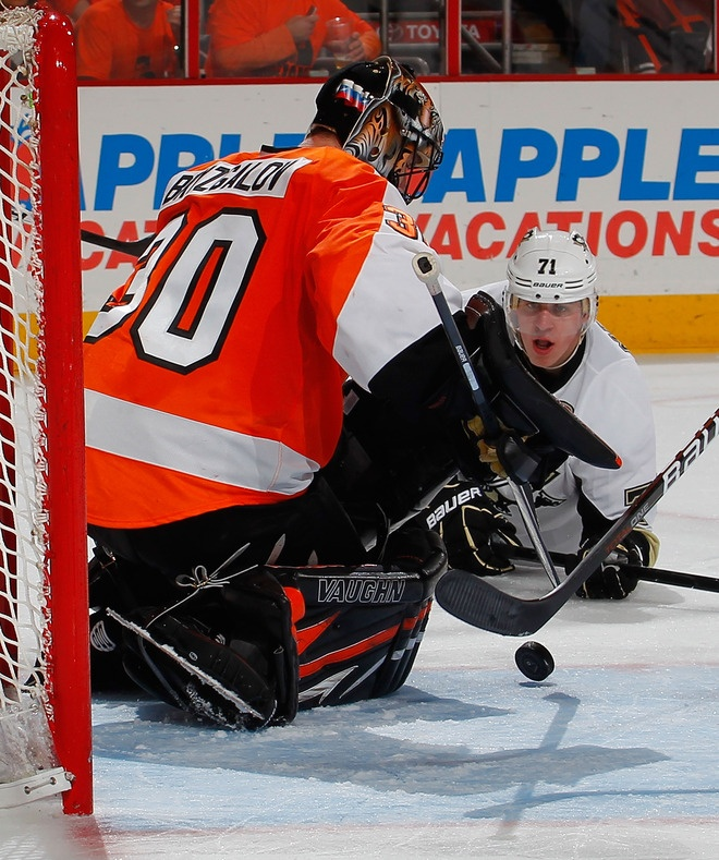 Evgeni Malkin #71 of the Pittsburgh Penguins watches a shot get stopped by Flyers goalie Ilya Bryzgalov #30