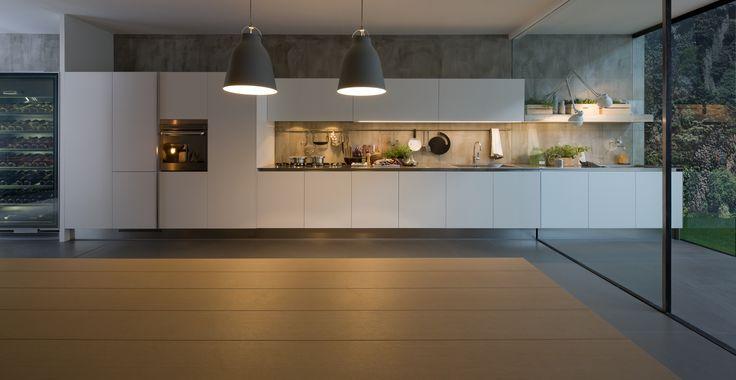 le mod le gamma dans sa version lamin e satin blanc et plan de travail en acier inox le mod le. Black Bedroom Furniture Sets. Home Design Ideas