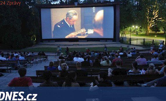 Letní kina staronovým fenoménem. Promítání pod hvězdami mají úspěch