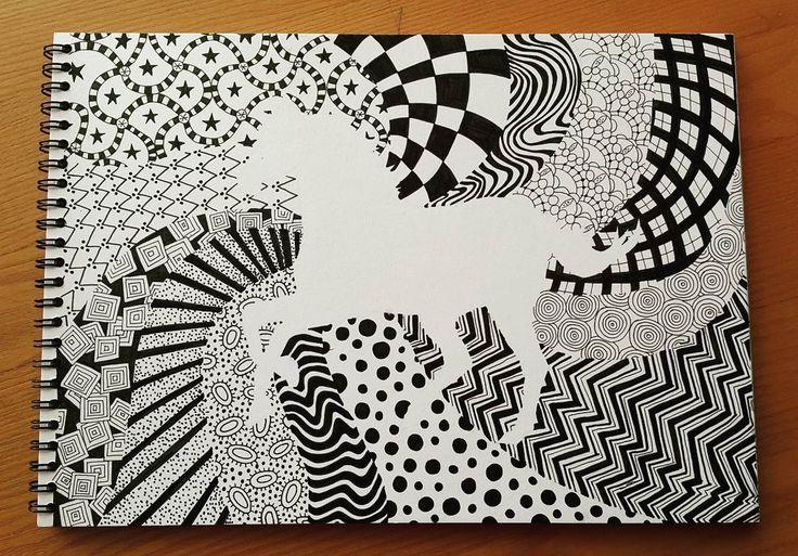 분할.패턴. 쓱쓱쓱 펜으로도 거침없이 그리게 되는 그날까지.✒ 컬러링북아니지롱롱롱. . . . #펜드로잉 #드로잉 #pen #drawing #basic #horse #취미미술 #그림그리기 #art #artstagram #그림스타그램 #일상 #daily #1일1그림