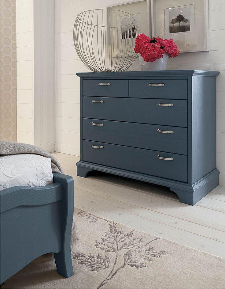 Comò Nuovo Mondo di Scandola Mobili. / Nuovo Mondo drawer chest by Scandola Mobili. #Nuovomondo #Scandola #bedroom